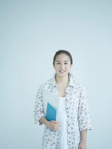 女子大生のポートレートの写真素材 [FYI02059492]