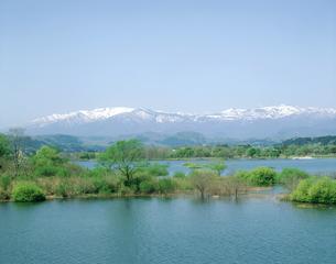 釜房湖と蔵王連峰の写真素材 [FYI02059699]