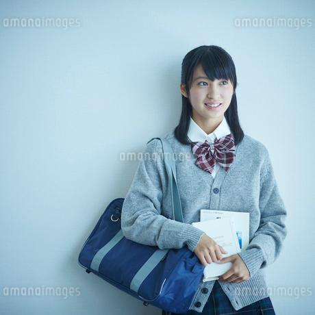 女子学生のポートレートの写真素材 [FYI02059707]