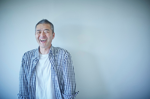 笑顔のミドル男性の写真素材 [FYI02059920]
