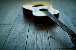 アコースティックギターの写真素材 [FYI02059962]