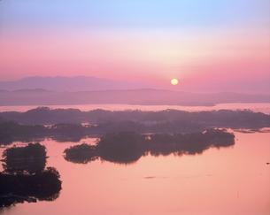 松島の朝焼けの写真素材 [FYI02060085]
