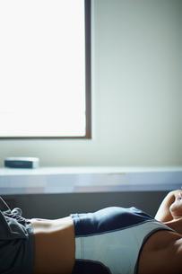 トレーニングするミドル女性の写真素材 [FYI02060096]