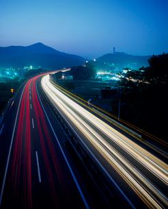 東北自動車道宮城インター付近夜景の写真素材 [FYI02060106]
