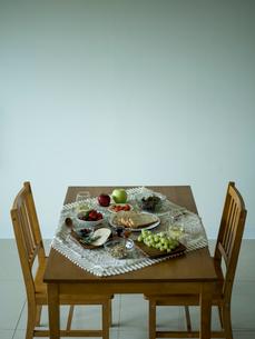 ダイニングテーブルの写真素材 [FYI02060130]