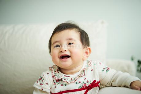 笑顔の赤ちゃんの写真素材 [FYI02060191]