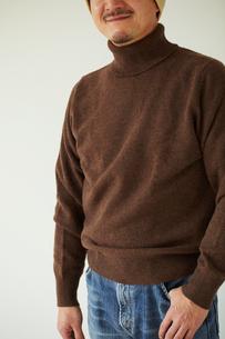 ジーンズ姿の男性の写真素材 [FYI02060493]