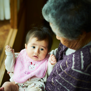 祖母と孫の写真素材 [FYI02060524]