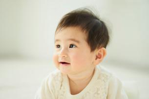 赤ちゃんのアップの写真素材 [FYI02060580]