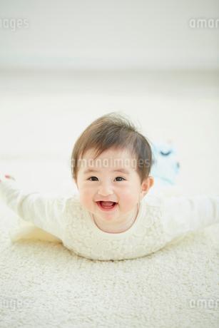 笑顔の赤ちゃんの写真素材 [FYI02060884]
