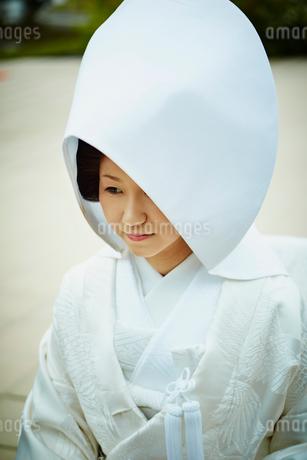 綿帽子を被った白無垢姿の花嫁の写真素材 [FYI02060930]