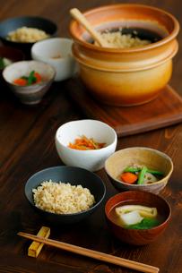 玄米ご飯の朝食の写真素材 [FYI02060965]