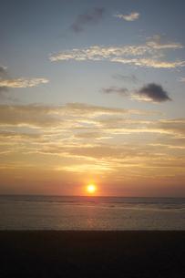 朝日と海の写真素材 [FYI02061041]