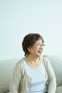 笑顔のシニア女性の写真素材 [FYI02061131]
