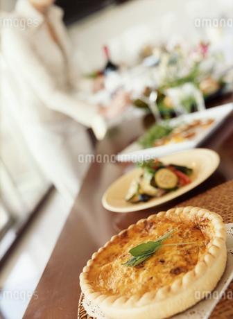ホームパーティの食卓の写真素材 [FYI02061254]