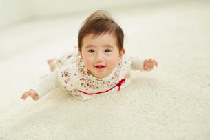 笑顔の赤ちゃんの写真素材 [FYI02061258]