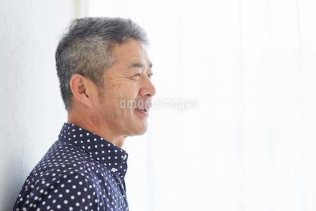 シニア男性の横顔の写真素材 [FYI02061361]