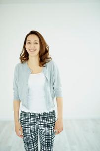 笑顔の女性ポートレートの写真素材 [FYI02061506]