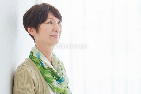 シニア女性の横顔の写真素材 [FYI02062214]