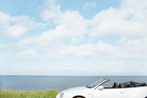 海と青空と車の写真素材 [FYI02062242]