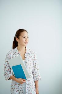 女子大生のポートレートの写真素材 [FYI02062361]