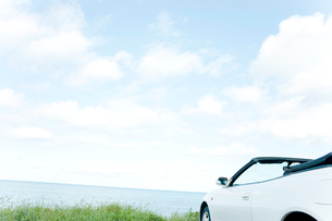 海と青空と車の写真素材 [FYI02062529]