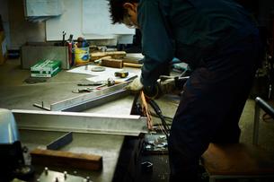 工場で働く作業員の写真素材 [FYI02063156]