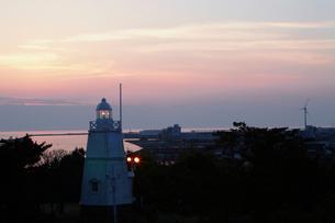木造六角灯台の夕暮れ 山形県の写真素材 [FYI02063310]