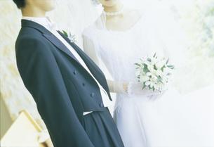 ウェディング姿のカップルの写真素材 [FYI02063466]