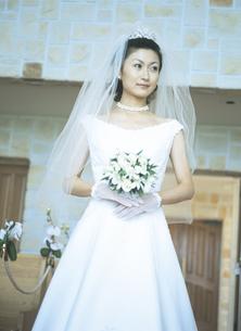 ウェディングドレスの女性の写真素材 [FYI02064588]