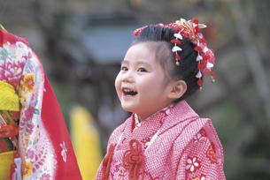 七五三和装の女の子の写真素材 [FYI02064944]