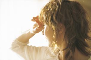 女性横顔アップの写真素材 [FYI02065863]