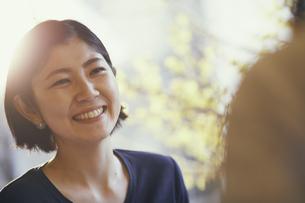 笑顔の女性の写真素材 [FYI02065963]