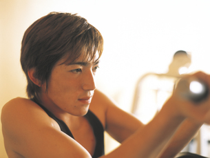 フィットネス男性アップの写真素材 [FYI02066167]