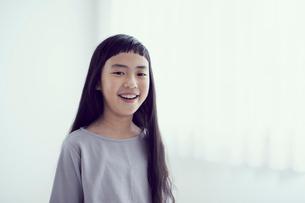 女の子のポートレートの写真素材 [FYI02066483]