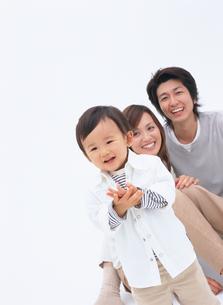 3人家族の写真素材 [FYI02066667]