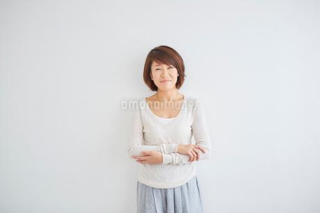 40代女性のポートレートの写真素材 [FYI02066776]