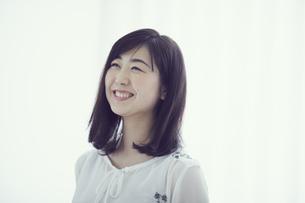 笑顔の女性の写真素材 [FYI02066807]