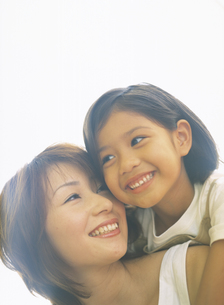 女性と女の子アップの写真素材 [FYI02066907]