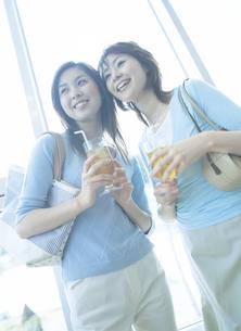 カフェの女性2人の写真素材 [FYI02066941]