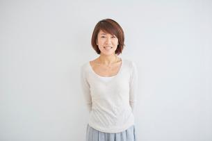 40代女性のポートレートの写真素材 [FYI02067111]
