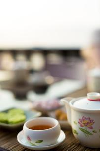 中国冷茶と茶菓子 台湾の写真素材 [FYI02067147]