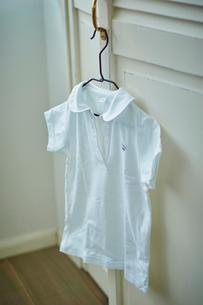 ハンガーに掛けた服の写真素材 [FYI02067306]