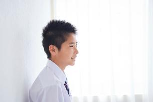 男子中学生の横顔の写真素材 [FYI02067424]