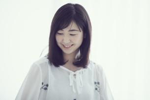 笑顔の女性の写真素材 [FYI02067763]
