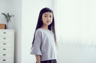 女の子のポートレートの写真素材 [FYI02068055]