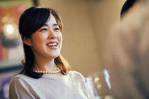 笑顔の女性の写真素材 [FYI02068058]