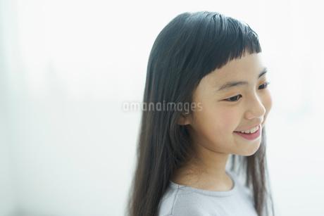笑顔の女の子の写真素材 [FYI02068177]