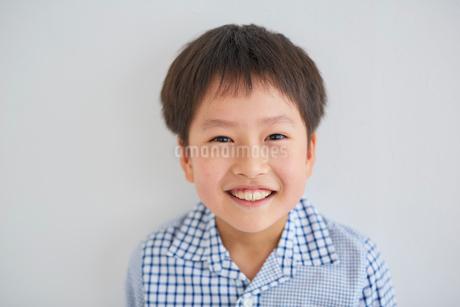 笑顔の男の子の写真素材 [FYI02068366]