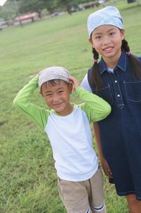 バンダナをした子供2人の写真素材 [FYI02068547]